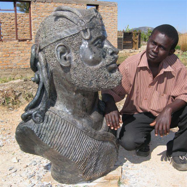 Emmanuel Chikumbirike with sculpture